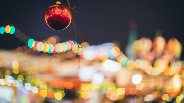 blurred-christmas-lights-red-bauble-foreground